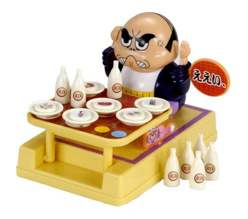 ちゃぶ台の上に皿ととっくりをのせて、おやじがちゃぶ台をひっくりかえさないようにするゲーム
